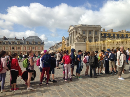 line of tourists at versailles